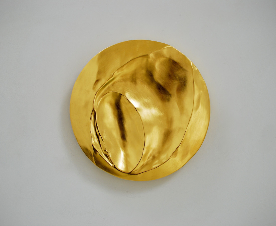 Tranxsitions 3, 23.5 ct gold on carved wood, 46 cm diameter
