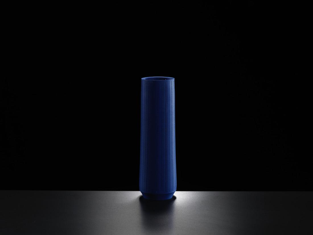 Niisato Akio, Tall Blue Cylinder, 2019