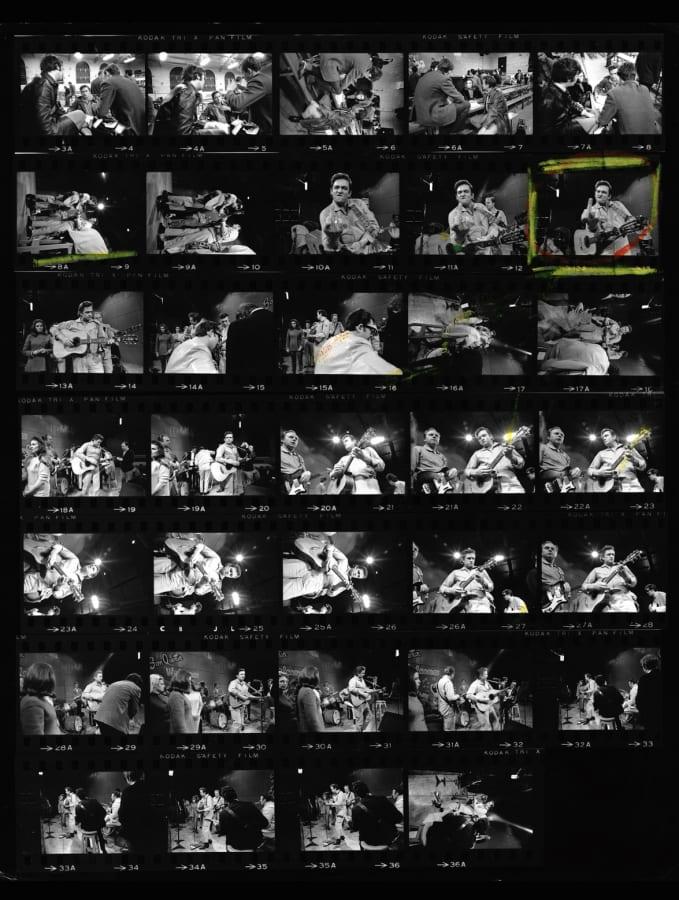 Jim Marshall, Johnny Cash proof sheet, Flipping the bird at San Quentin Prison, 1969
