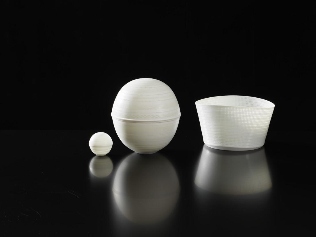 Niisato Akio, 光蓋物 Light Box