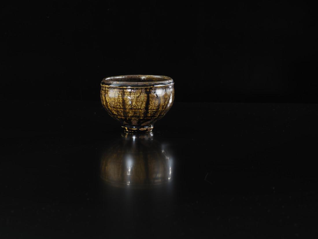 <span class=&#34;artist&#34;><strong>Shoji Hamada</strong><span class=&#34;artist_comma&#34;>, </span></span><span class=&#34;title&#34;>Tea bowl<span class=&#34;title_comma&#34;>, </span></span><span class=&#34;year&#34;>1960</span>