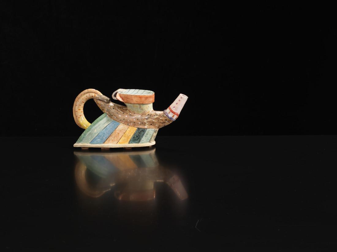 <span class=&#34;artist&#34;><strong>Angus Suttie</strong><span class=&#34;artist_comma&#34;>, </span></span><span class=&#34;title&#34;>Teapot</span>