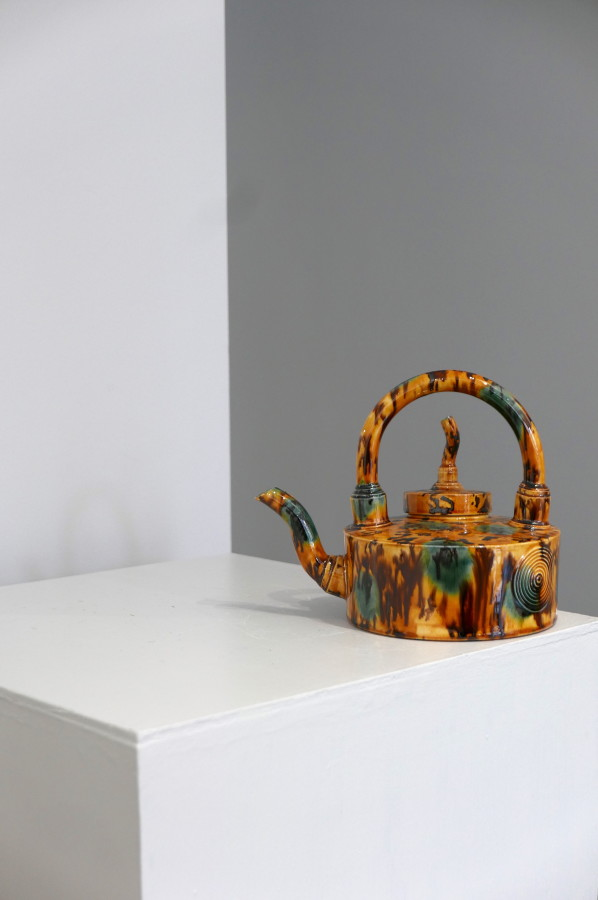 <span class=&#34;artist&#34;><strong>Walter Keeler</strong><span class=&#34;artist_comma&#34;>, </span></span><span class=&#34;title&#34;>Yellow Spotted Pigtail Teapot</span>