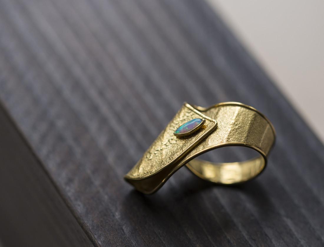 <span class=&#34;artist&#34;><strong>Jacqueline Mina</strong><span class=&#34;artist_comma&#34;>, </span></span><span class=&#34;title&#34;>Opal Ring</span>