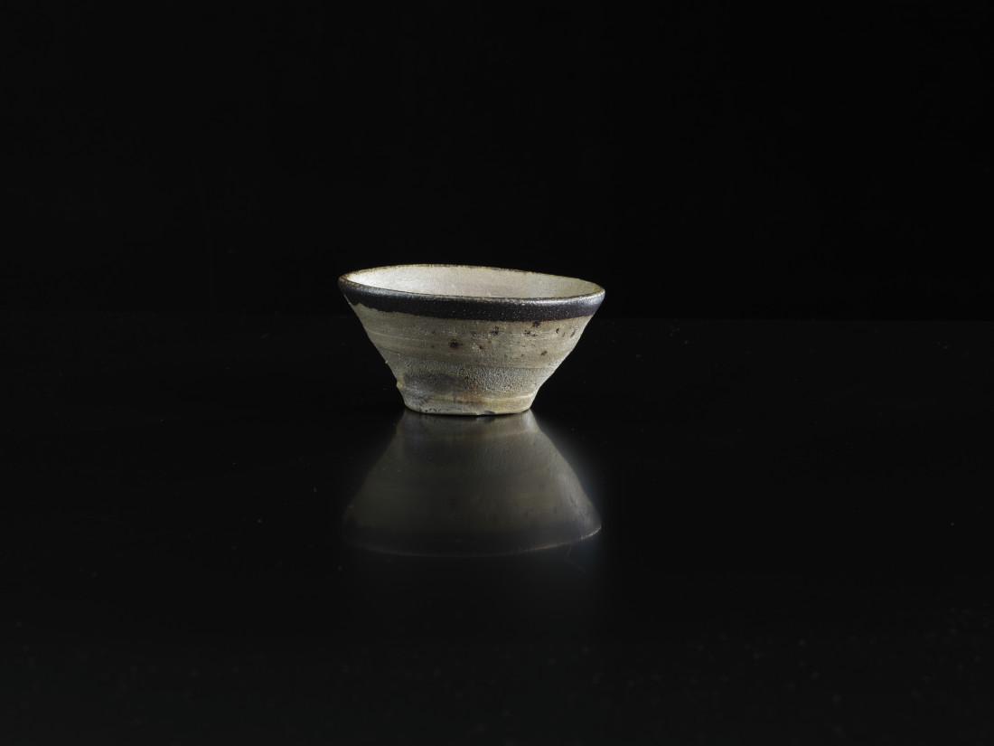 <span class=&#34;artist&#34;><strong>Shoji Hamada</strong><span class=&#34;artist_comma&#34;>, </span></span><span class=&#34;title&#34;>Tea bowl</span>