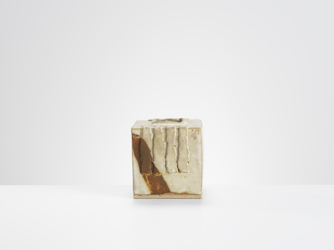 <span class=&#34;artist&#34;><strong>Ian Auld</strong><span class=&#34;artist_comma&#34;>, </span></span><span class=&#34;title&#34;>Square Vase</span>