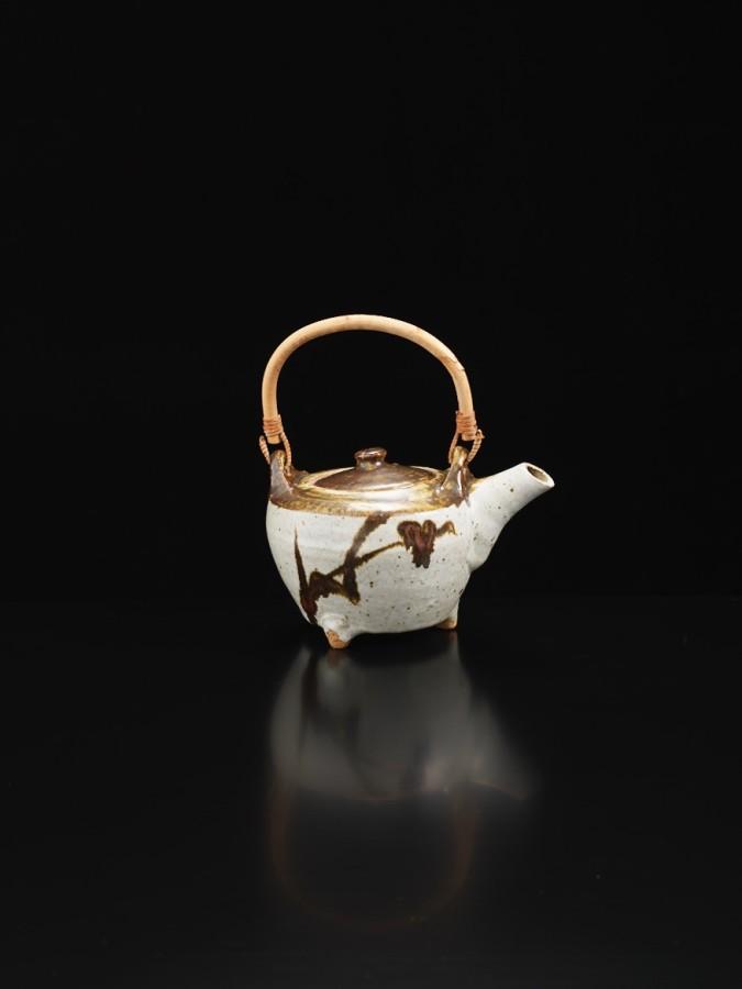 <span class=&#34;artist&#34;><strong>Shoji Hamada</strong><span class=&#34;artist_comma&#34;>, </span></span><span class=&#34;title&#34;>Teapot</span>