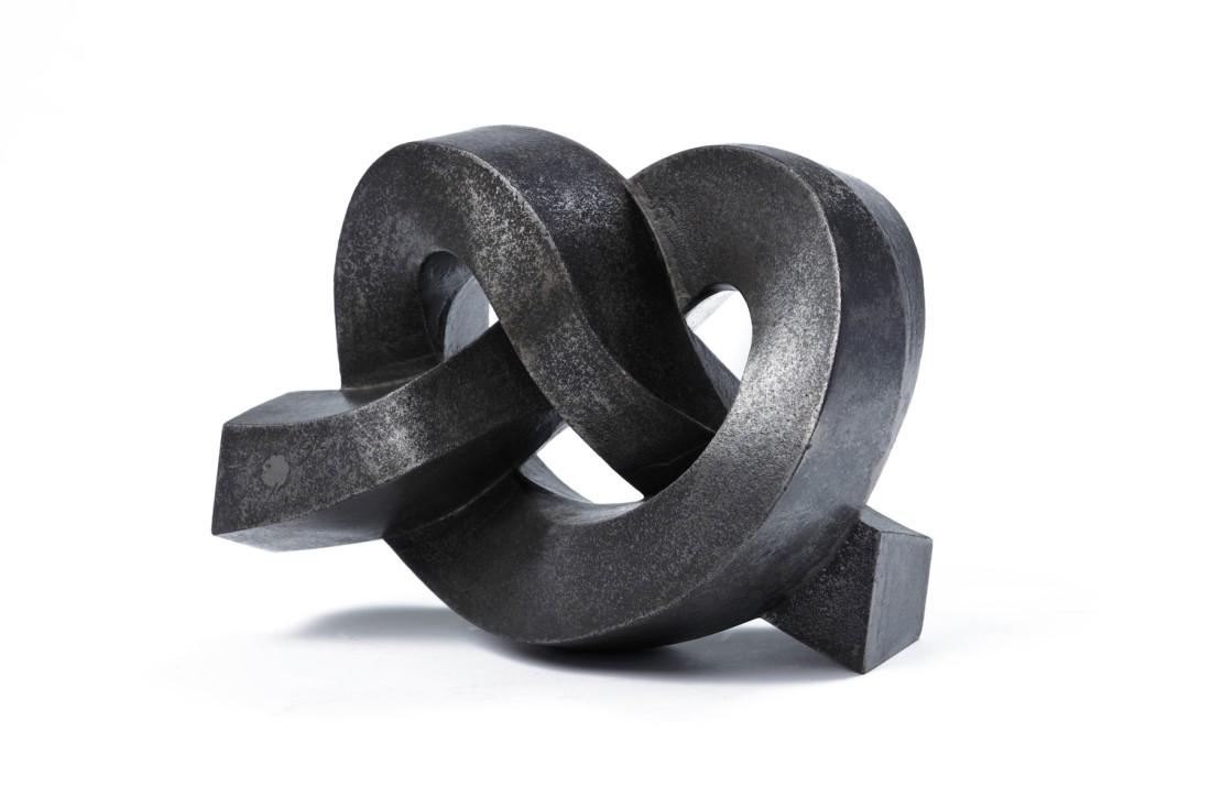 "<p><span class=""artist""><strong>SHINKICHI TAJIRI</strong></span>, <span class=""title""><em>Overhand Knot</em>, 1995</span></p><div class=""medium"">Cast iron</div><div class=""dimensions"">18 x 25 x 10 cm<br />7 1/8 x 9 7/8 x 4 in</div>"