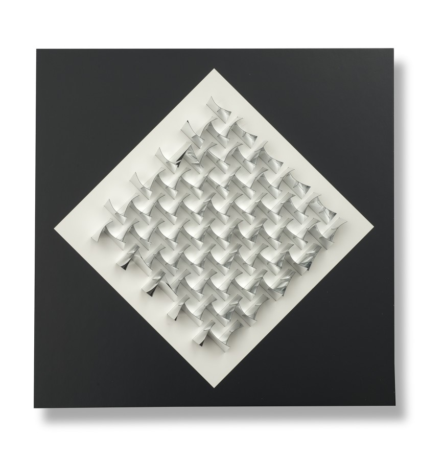 "<p><span class=""artist""><strong>JULIO LE PARC</strong></span>, <span class=""title""><em>Relief R4T</em>, 1970</span></p><div class=""medium"">Aluminium foil in Plexiglas box</div><div class=""dimensions"">41s x 41 x 5<br />16 1/8 x 16 1.8 x 2 inches</div><div class=""edition_details"">Edition 18/200</div><div class=""edition_details"">SOLD</div>"