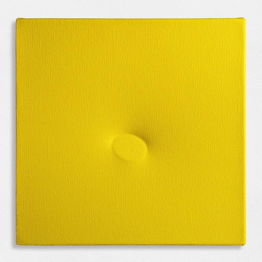 "<p><span class=""artist""><strong>TURI SIMETI</strong></span>, <span class=""title""><em>Un ovale giallo</em>, 2016</span></p><div class=""medium"">Acrylic on shaped canvas</div><div class=""dimensions"">25.5 x 25.5 cm<br />10 x 10 inches</div>"