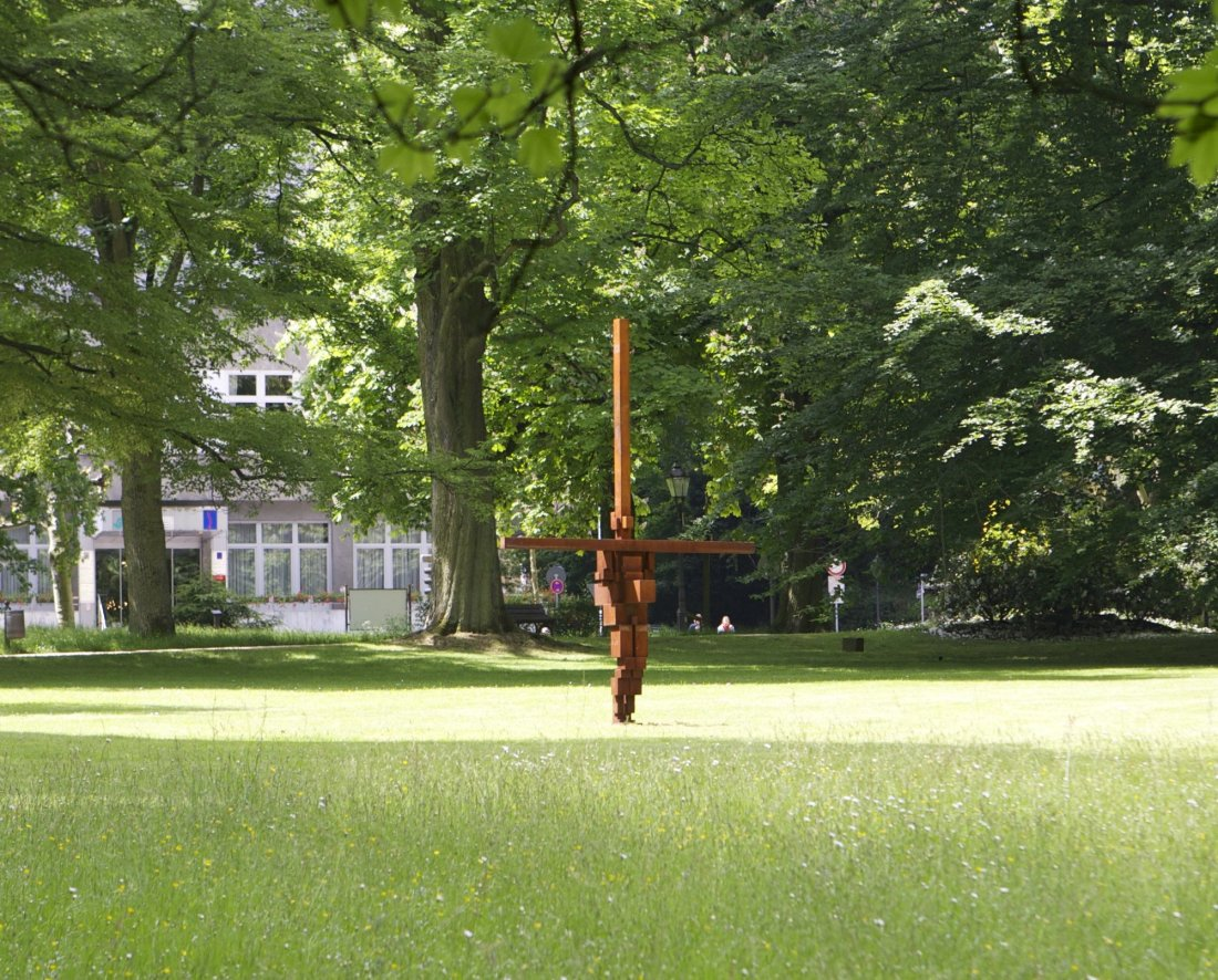 Burst II 2010 Anthony Gormley Cast Iron 350 x 250 x 81 cm