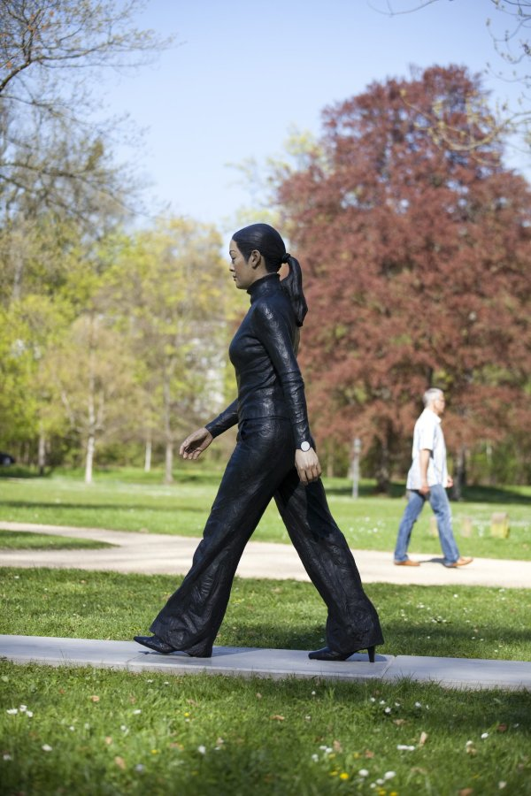 Walking Woman, 2008 Bronze, exterior paint 220 cm high