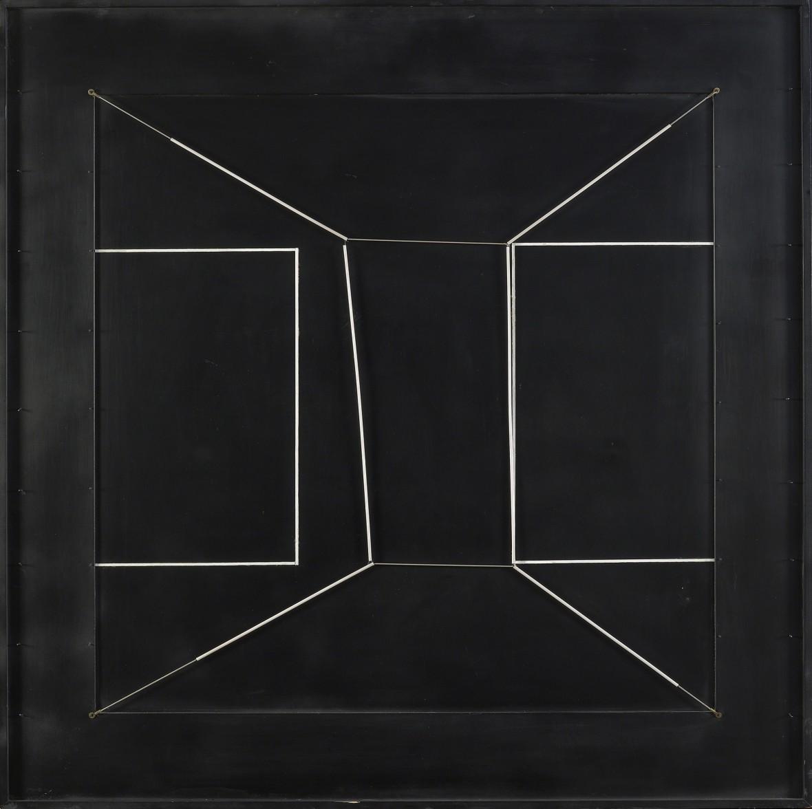 Spazio elastico intermutabile, due doppi quadrati incompiuti (Intermutable Elastic Space, Two Incomplete Double Squares)