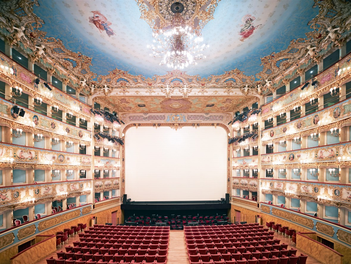 """<p><strong>Candida H<span>öf</span>er,</strong><i style=""""line-height: 1.8em;"""">Teatro La Fenice di Venezia II ,</i>2011</p>"""