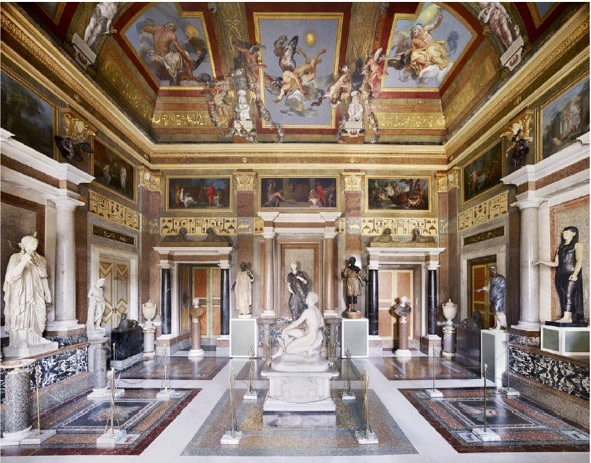 """<p><b><strong>Candida Höfer</strong>,</b><i style=""""line-height: 1.8em;"""">Villa Borghese Roma I,</i>2012</p>"""