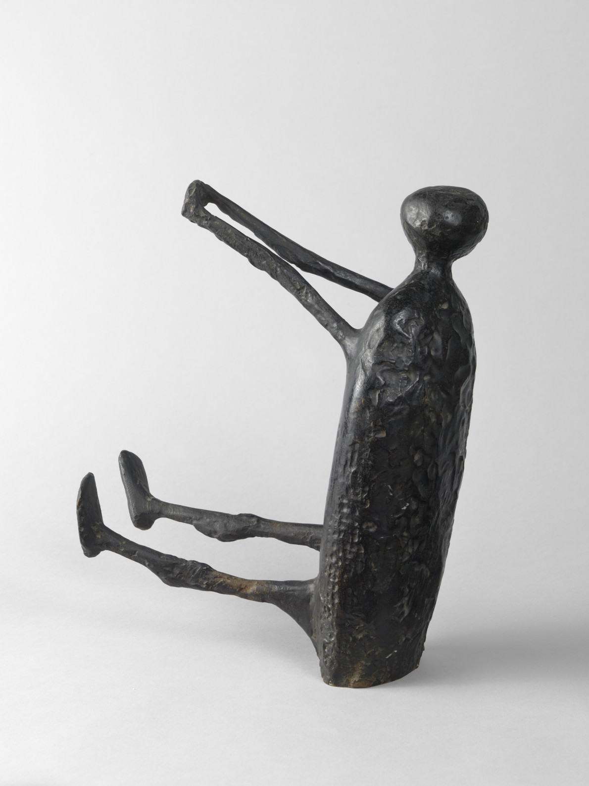 Kenneth Armitage, Seated figure with Arms Raised (small version), 1957