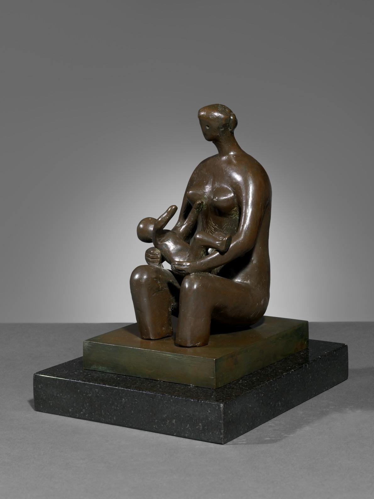 Henry Moore, Mother and Child: Round Form, 1980