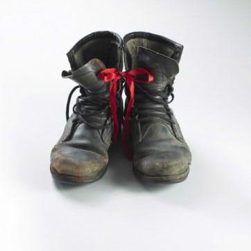 Shadi GHADIRIAN, White Square #03 (boots), 2008