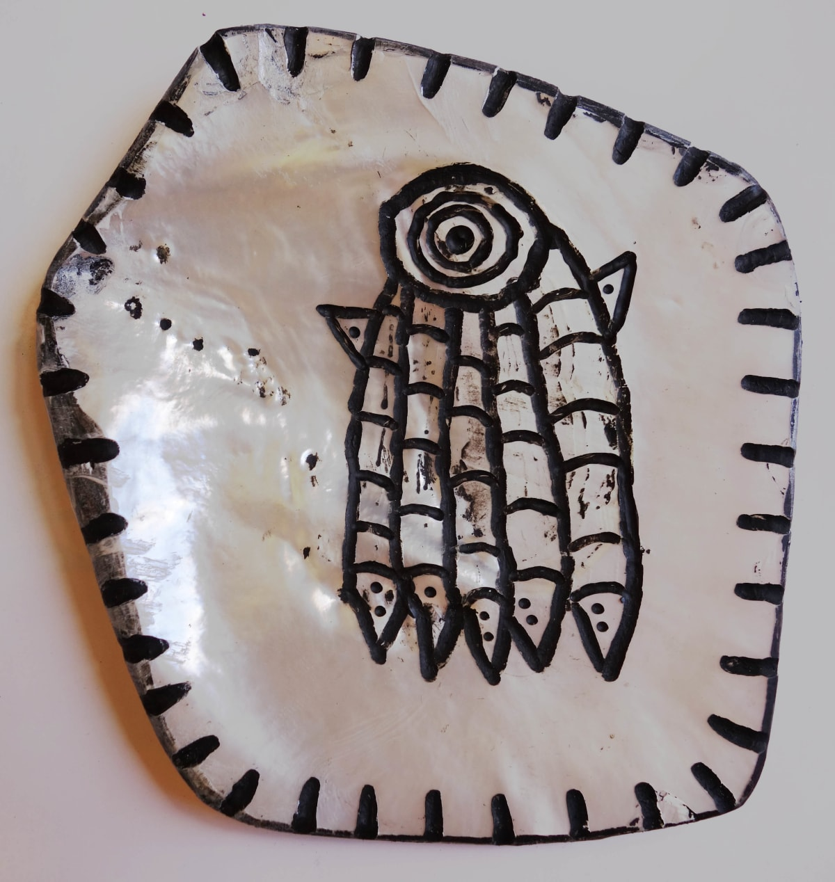 Stephen Eastaugh SHELL-12, 2015 Pearl shell and acrylic