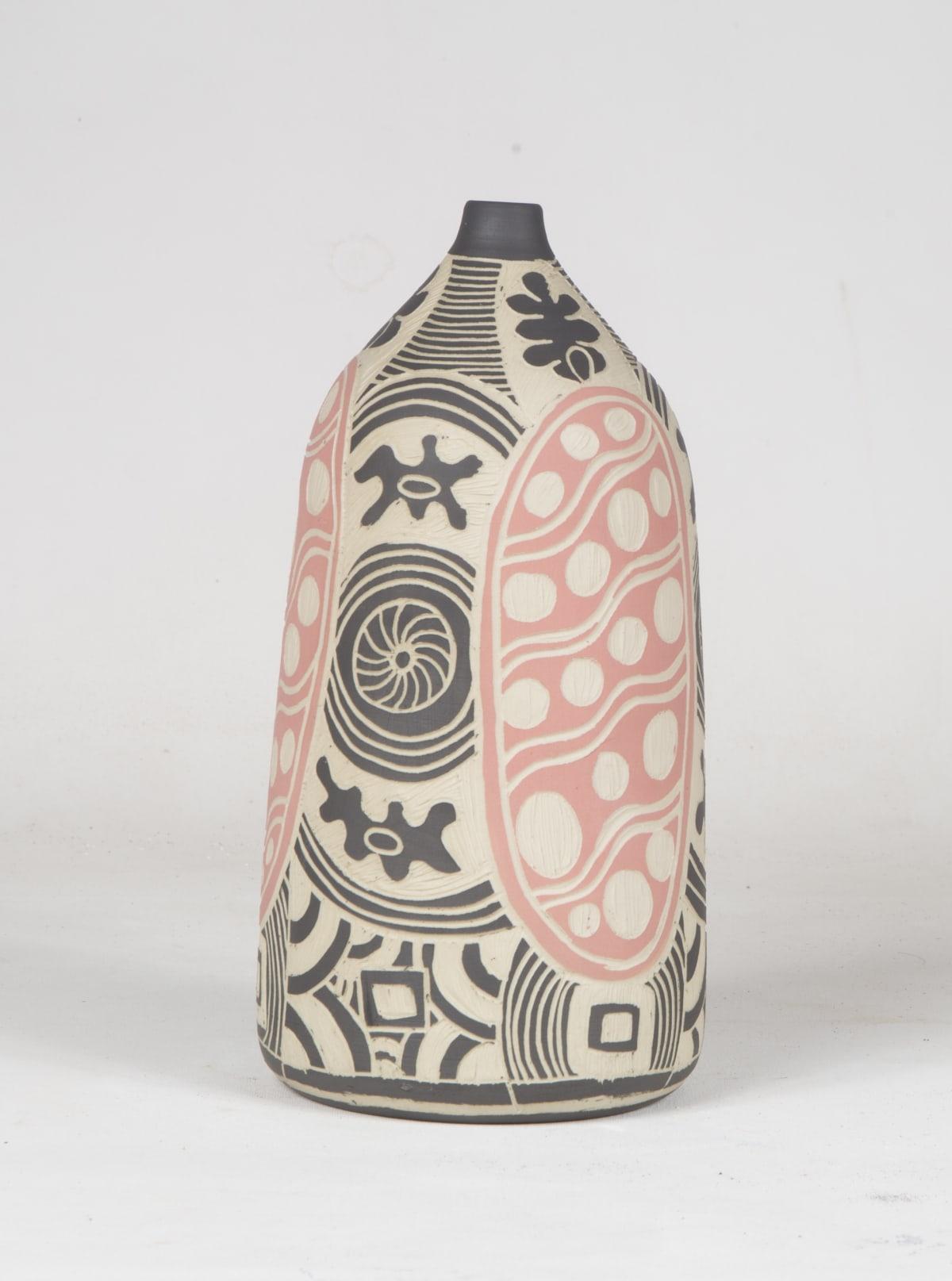 Tjimpuna Williams Ngayuku Walka, 2018 Stoneware 27 x 12 cm