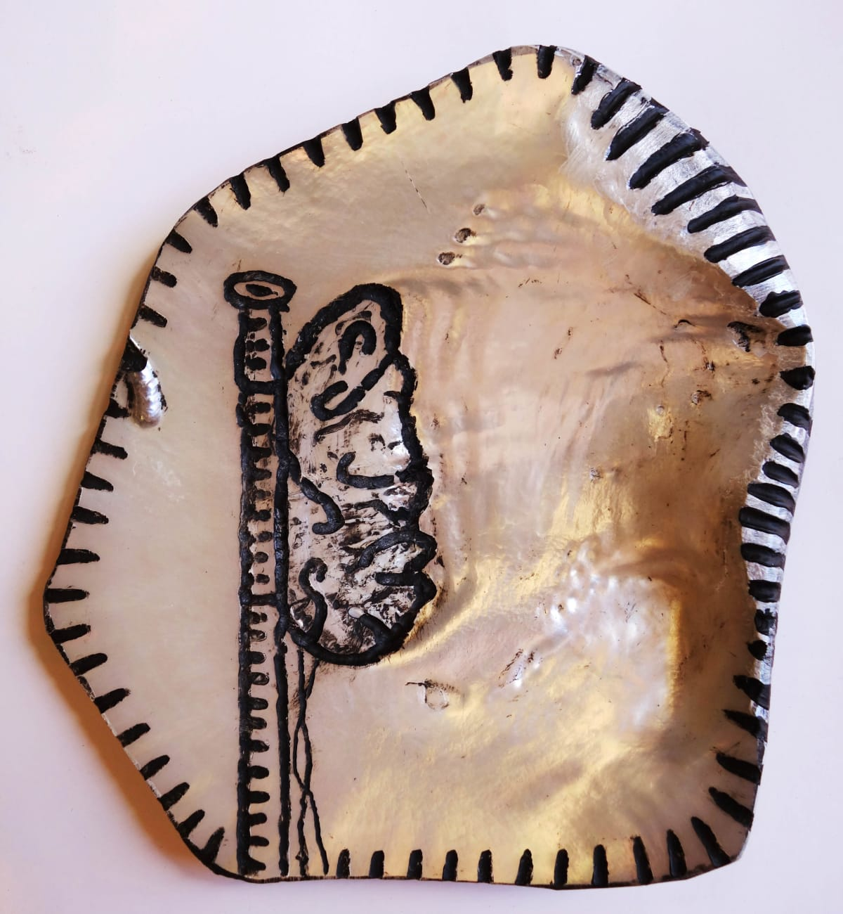 Stephen Eastaugh SHELL-2, 2015 Pearl shell and acrylic