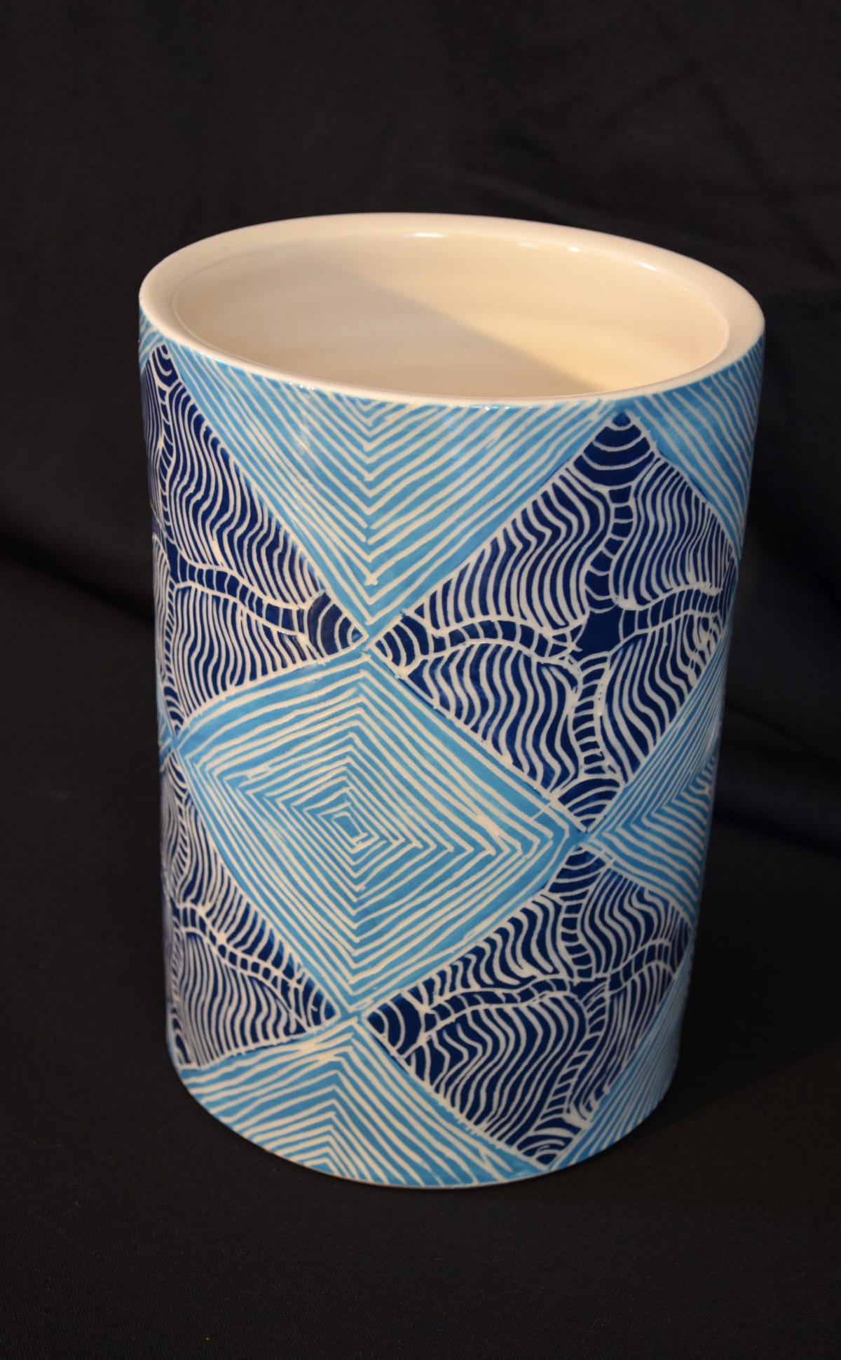 Derek Jungarrayi Thompson Ngayuku ngura, 2015 Stoneware 23 x 16.5 x 16.5 cm