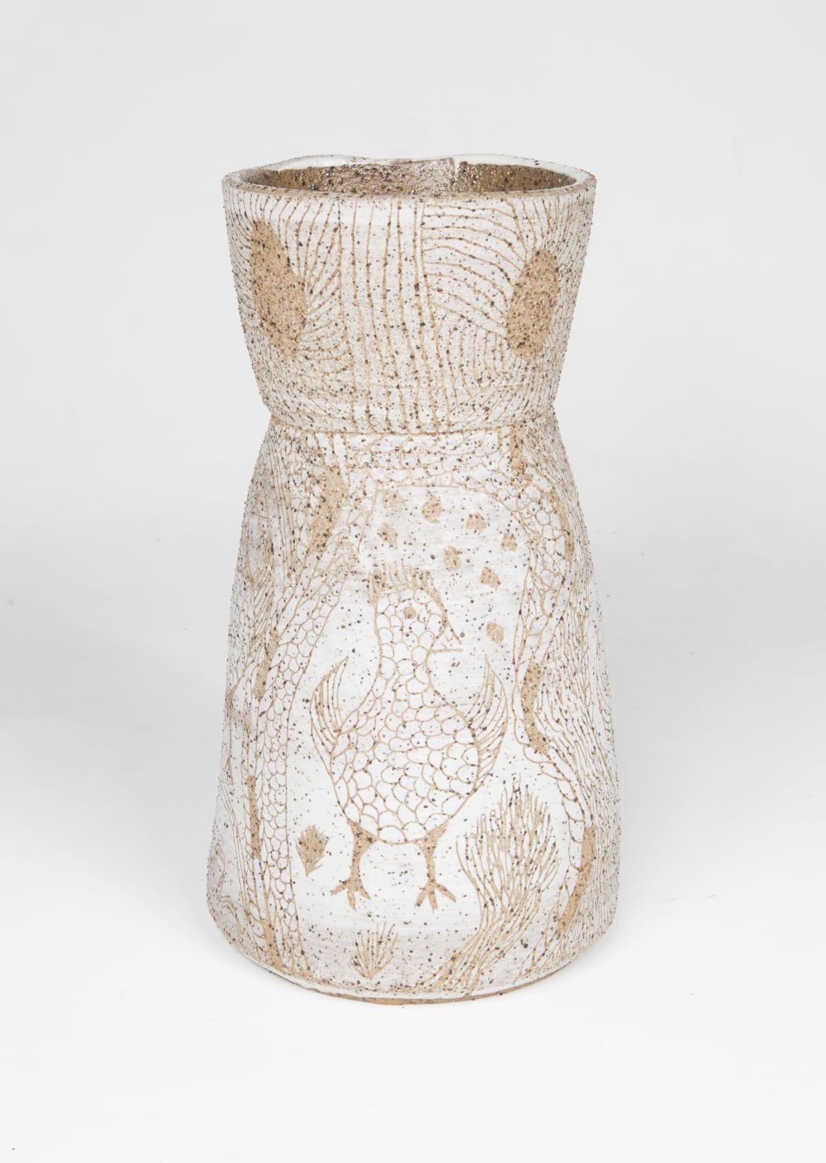 Carlene Thompson Milpatjunanyi-Kipara munu kalaya, 2018 Stoneware 30 x 16 cm