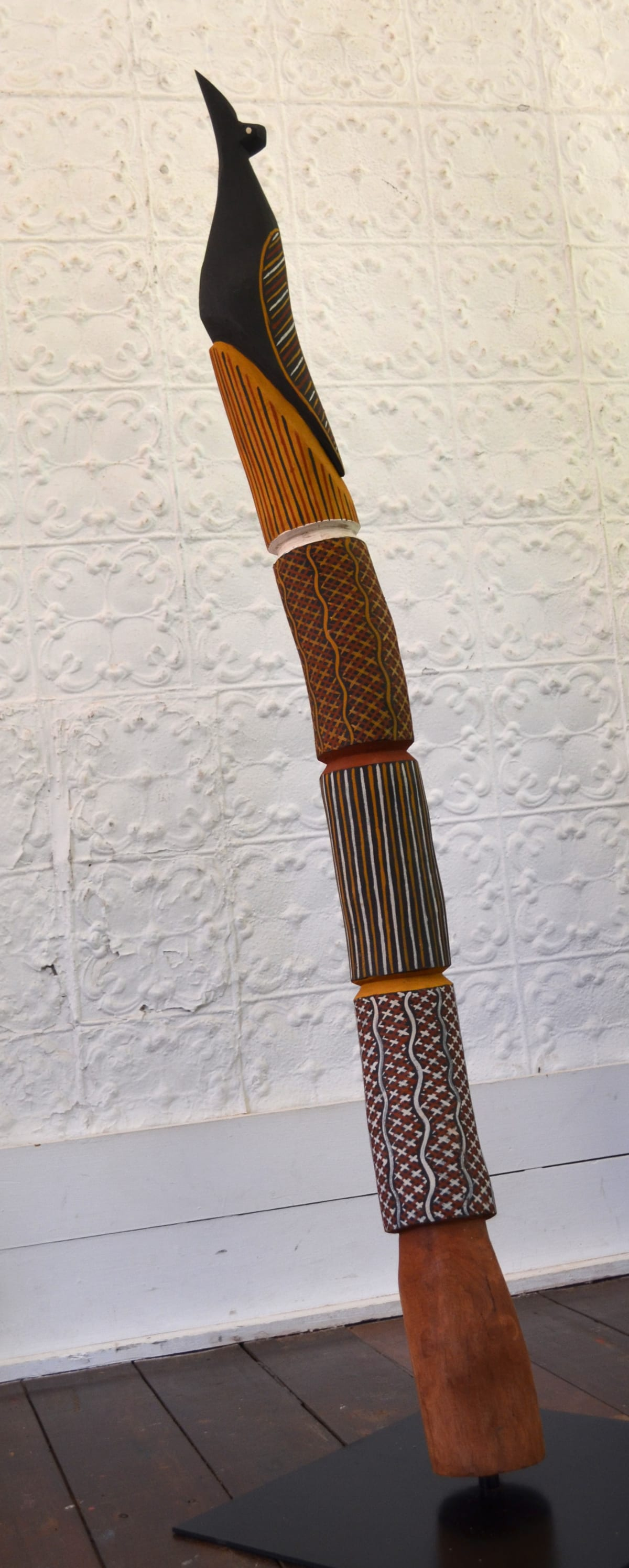 Nicholas Mario Bird Pole -Carving carving with natural earth pigment 144 x 10 x 10 cm