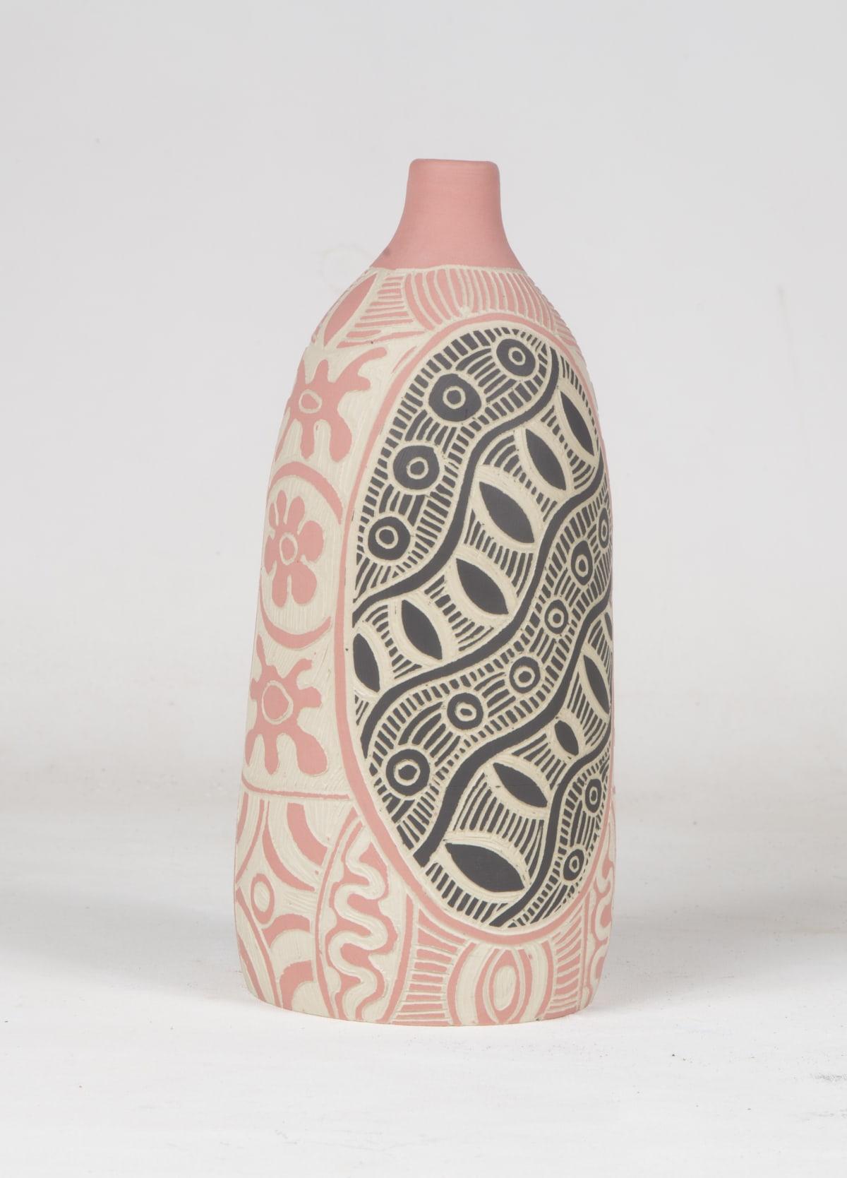 Tjimpuna Williams Ngayuku Walka, 2018 Stoneware 27 x 10 cm