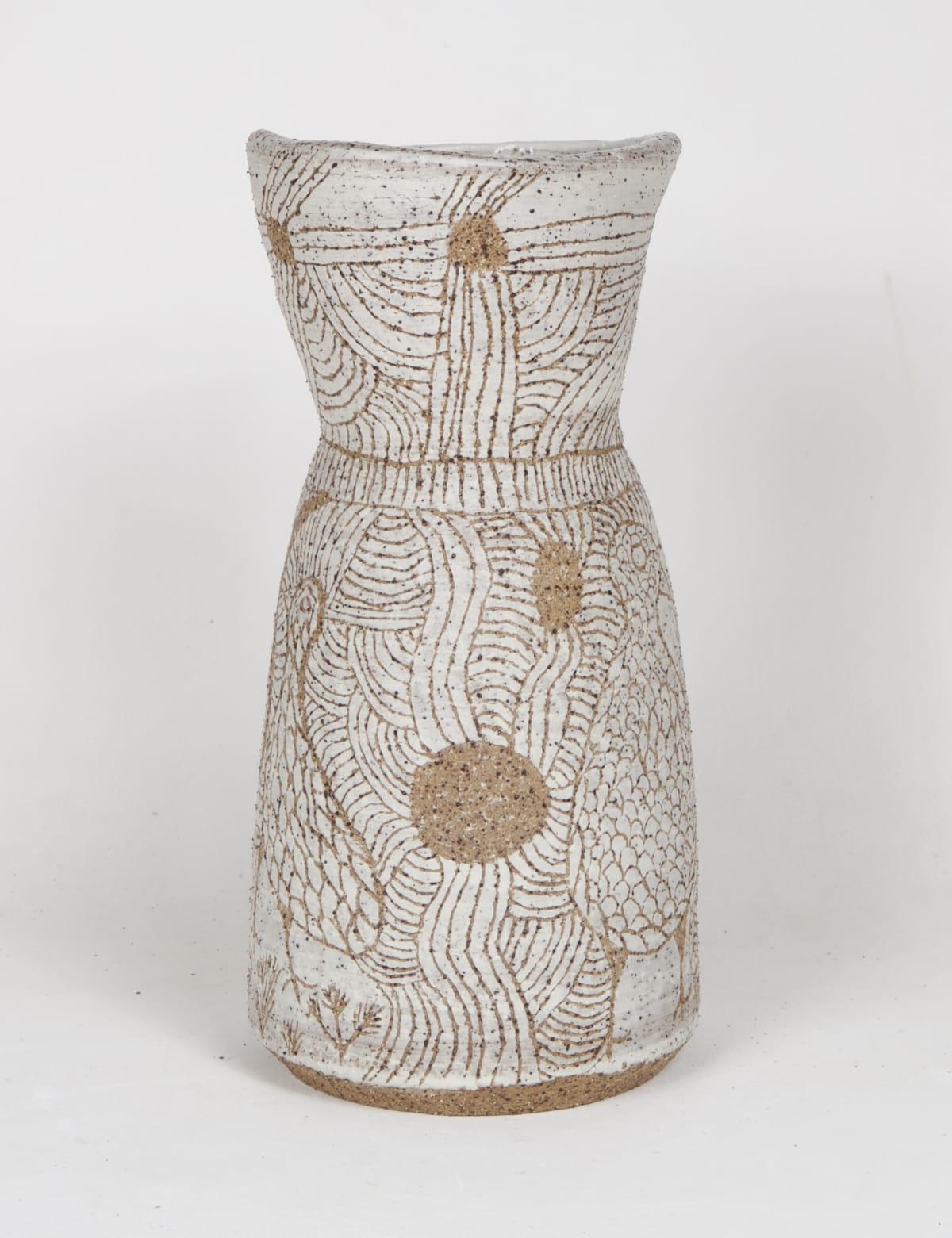 Carlene Thompson Tjulpu Kulunypa, 2018 Stoneware 31 x 14cm