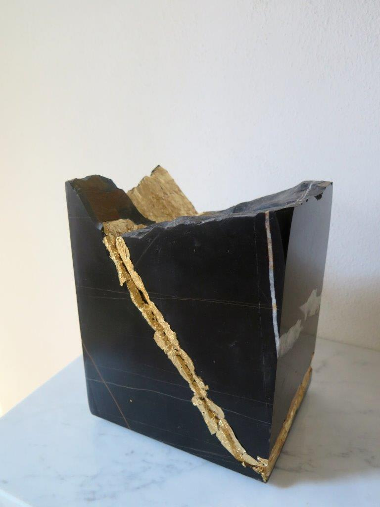 Gioni David Parra Nocube VIII, 2016-18 Black Sahara marble and gold leaf. 22.5 x 18 x 14.5 cm 8.9 x 7.1 x 5.7 in