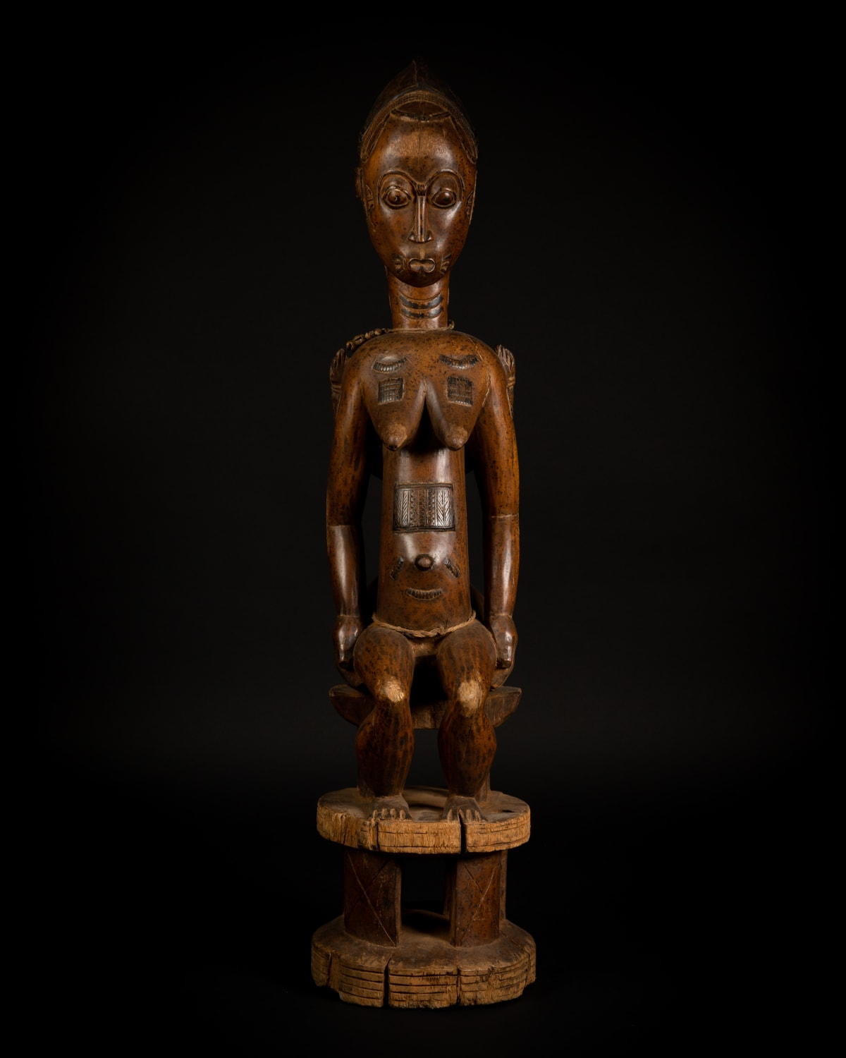 Baule Figure of a Woman and Child, 19th - 20th century Wood height 101 cm height 39 3/4 in