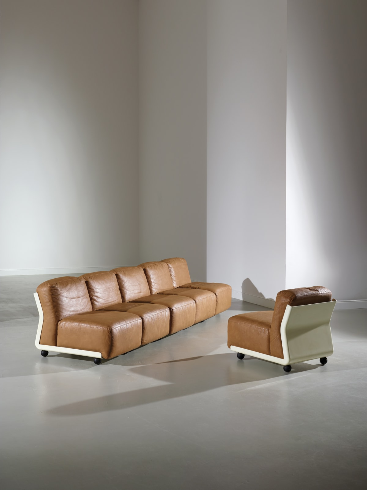 Mario Bellini Six Amanta modular chairs c.1966 For C&B Fiberglass, polyurethane covered in leather 71 x 62 x 80 cm (each)
