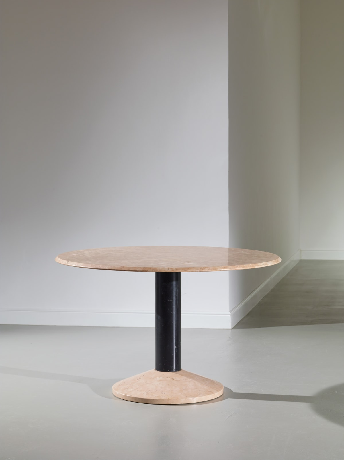 Attributed to Franco Albini Table model TL30 for Poggi c.1970s Pink marble and enamelled metal h76 x d120 cm