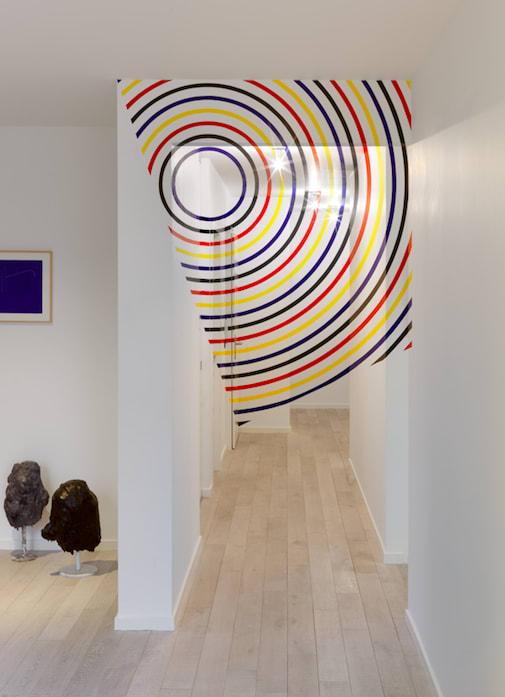 Felice VARINI, Quadrilatère d'arcs et de cercles, bleu, noir, rouge, jaune, 2015