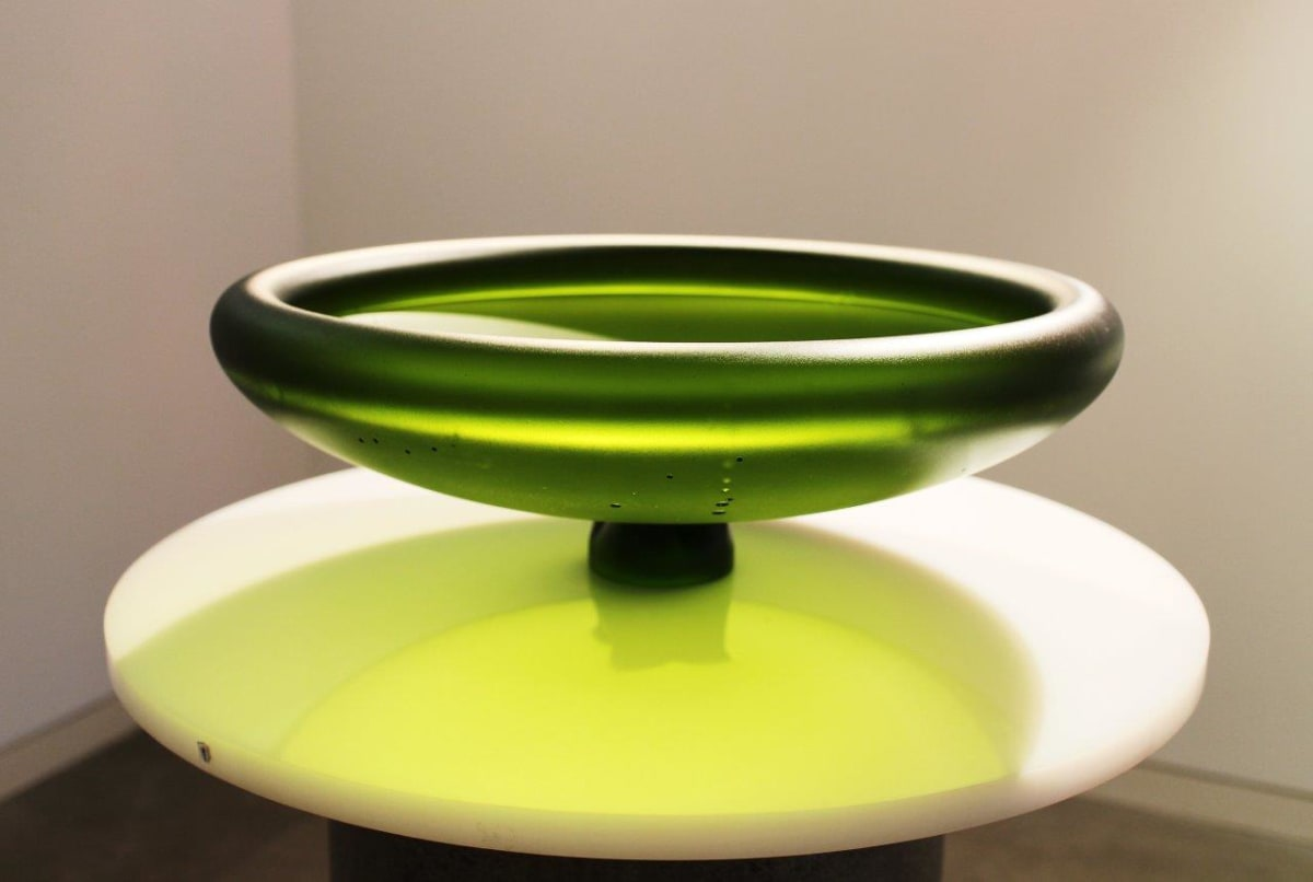 Ann Robinson Rim Bowl 500, 2013 Cast glass 6.7 x 19.1 x 19.1 in 17 x 48.6 x 48.6 cm