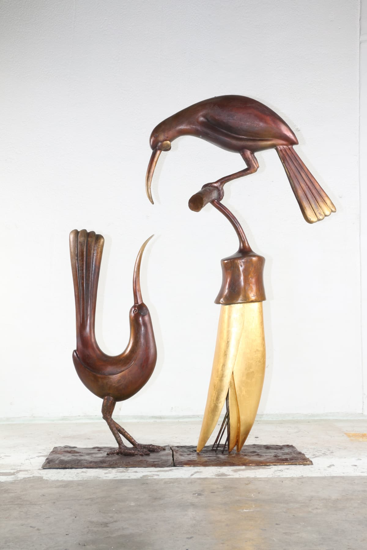Paul DIBBLE A Dialogue of Two Birds, 2017 Cast bronze and 24kt gold 88.2 x 72.8 x 23.6 in 224 x 185 x 60 cm #2/2