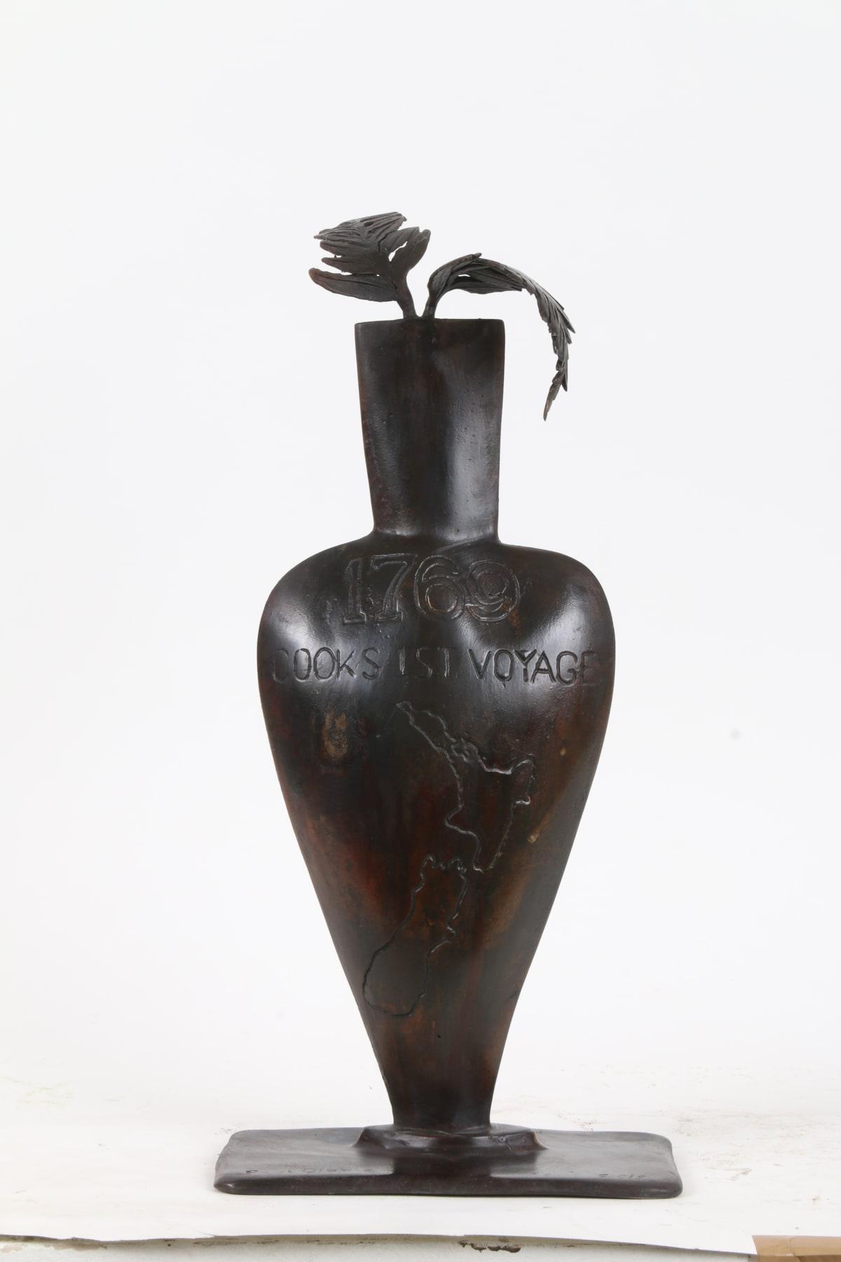 Paul DIBBLE New Zealand Fern in an Urn, 2015 Cast Patinated Bronze 19.7 x 8.7 x 5.1 in 50 x 22 x 13 cm