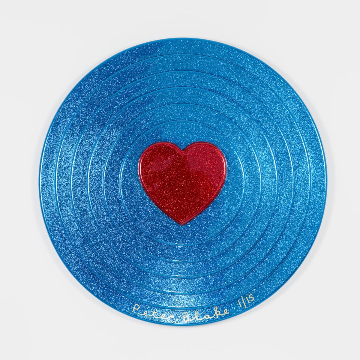 Peter Blake Red heart on blue Target (metal flake) , 2017 Vacuum formed plastic, paint 69 x 69 x 10 cm Edition of 15 Signed and numbered