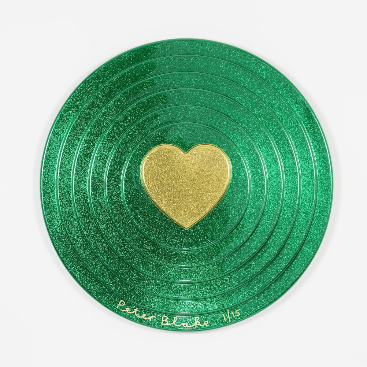 Peter Blake Gold heart on green Target (metal flake) , 2017 Vacuum formed plastic, paint 69 x 69 x 10 cm Edition of 15 Signed and numbered
