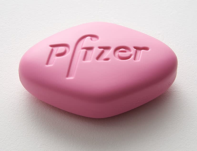Damien Hirst Pfizer VGR 100mg (Baby pink) Polyurethane resin with ink pigment. 2014. Edition of 30. Numbered, signed and dated in the cast. Published by Paul Stolper and Other Criteria. OC10069 / DHS18317 L 10.2 x W 7.3 x H 3.1cm L 4 x W 2.9 x H Edition of 30