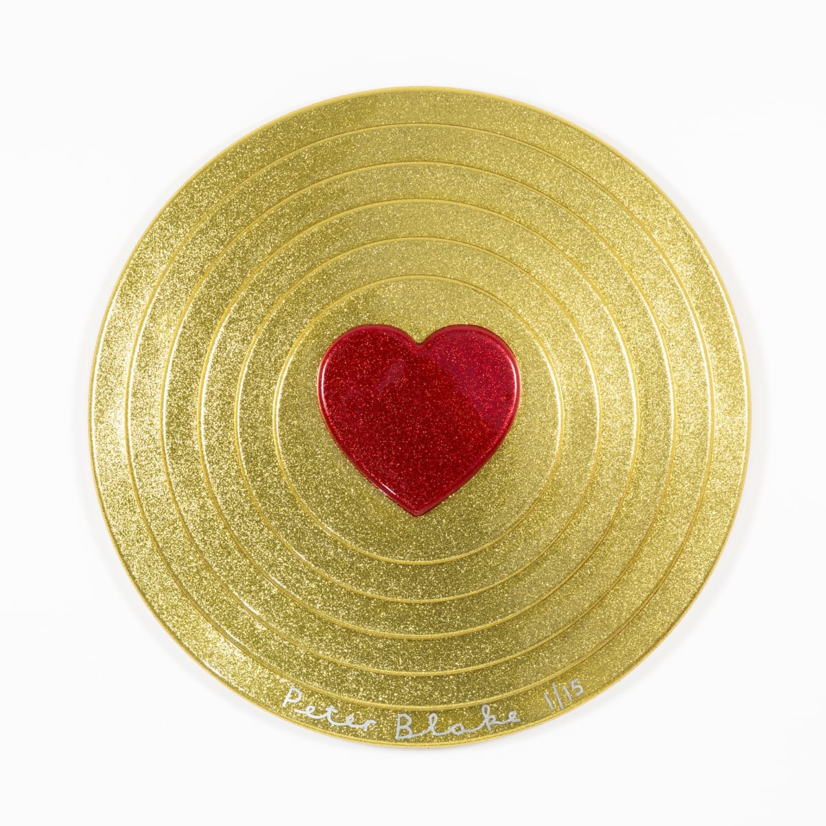 Peter Blake Red heart on gold Target (metal flake), 2017 Vacuum formed plastic, paint 69 x 69 x 10 cm Edition of 15 Signed and numbered