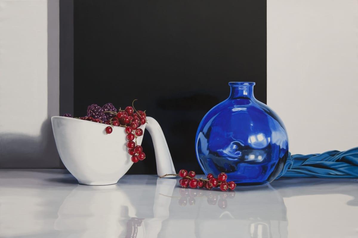 Elena Molinari Berries and blue cloth Oil on Canvas 97 x 146 cm