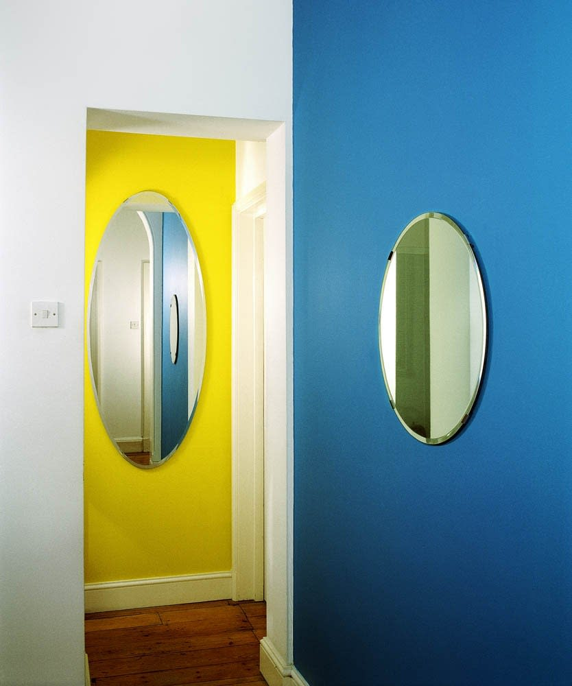 John HILLIARD Oval And Circle - Two Elliptical Reflections On Not Being In The Room (1), 2013 C-type print on museum board 82 x 71 cm Edition 2 of 3