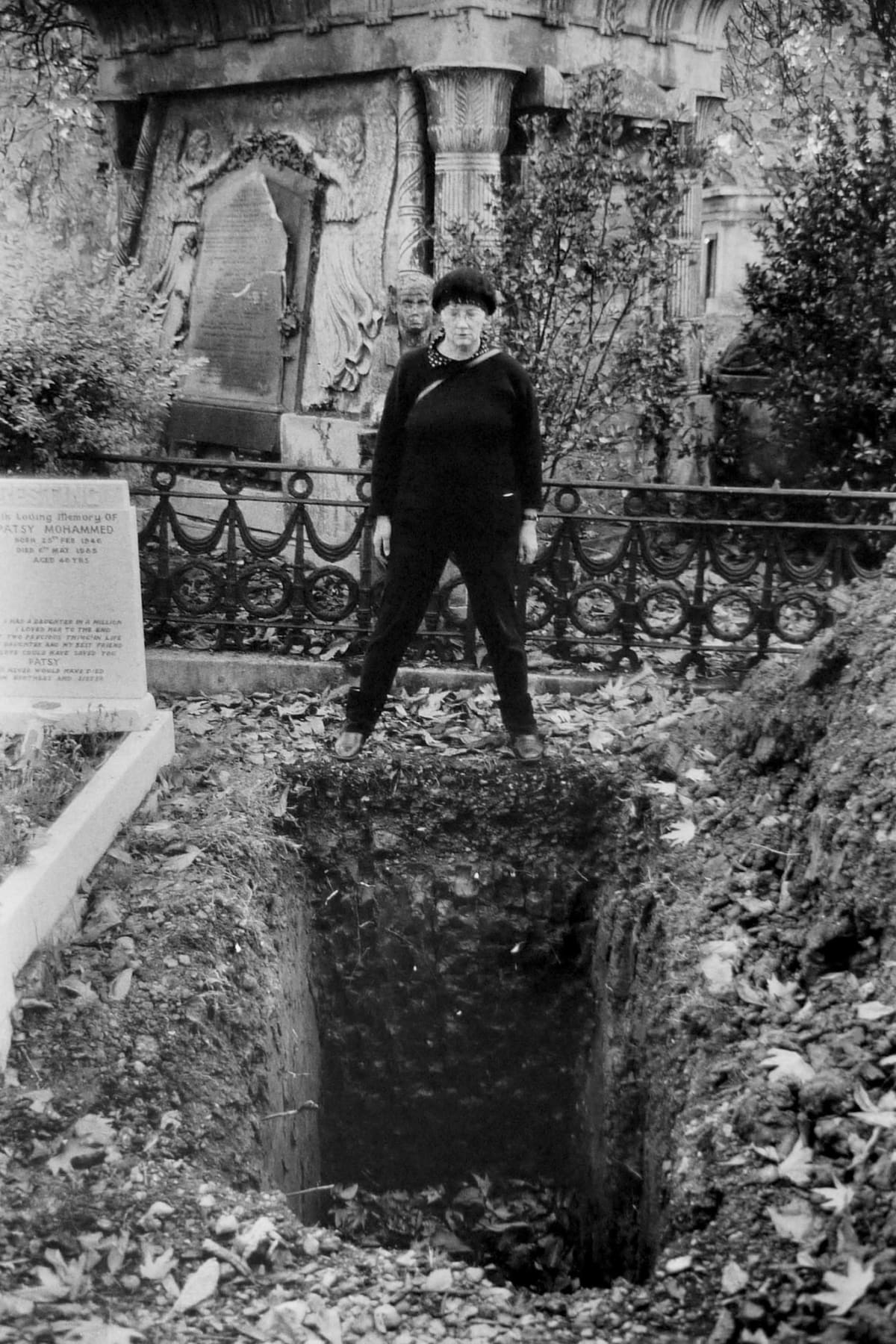 Jo SPENCE The Final Project [Graveyard 1], 1991 - 1992 Positive digital print from 35mm black and white negative 57 x 37 cm Edition of 2 plus 1 Estate Copy