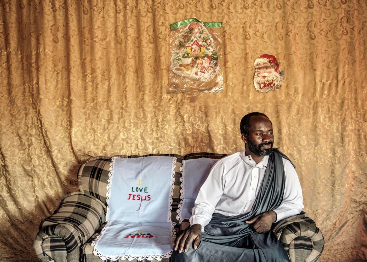 Jonas Bendiksen, Jesus in his living room, Zambia, 2016