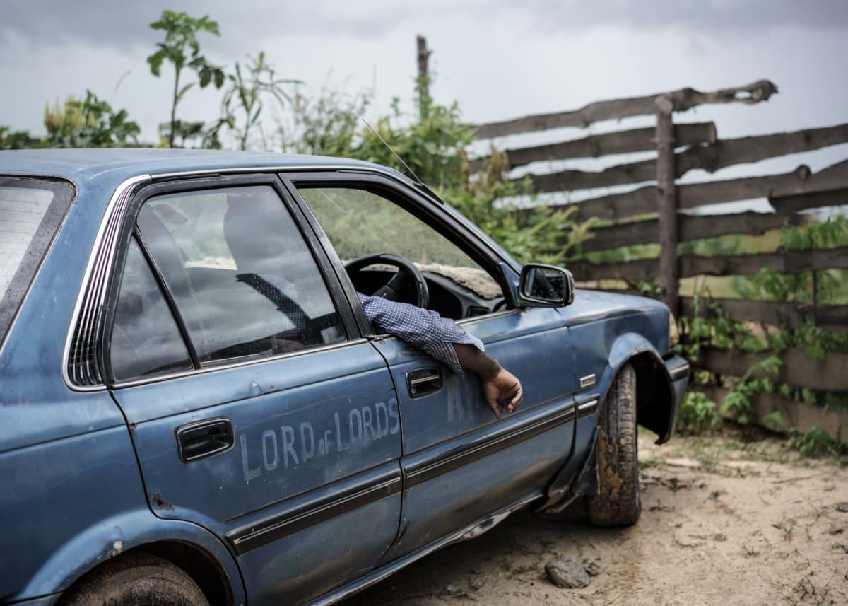 Jonas Bendiksen, Jesus´ car, Zambia, 2016