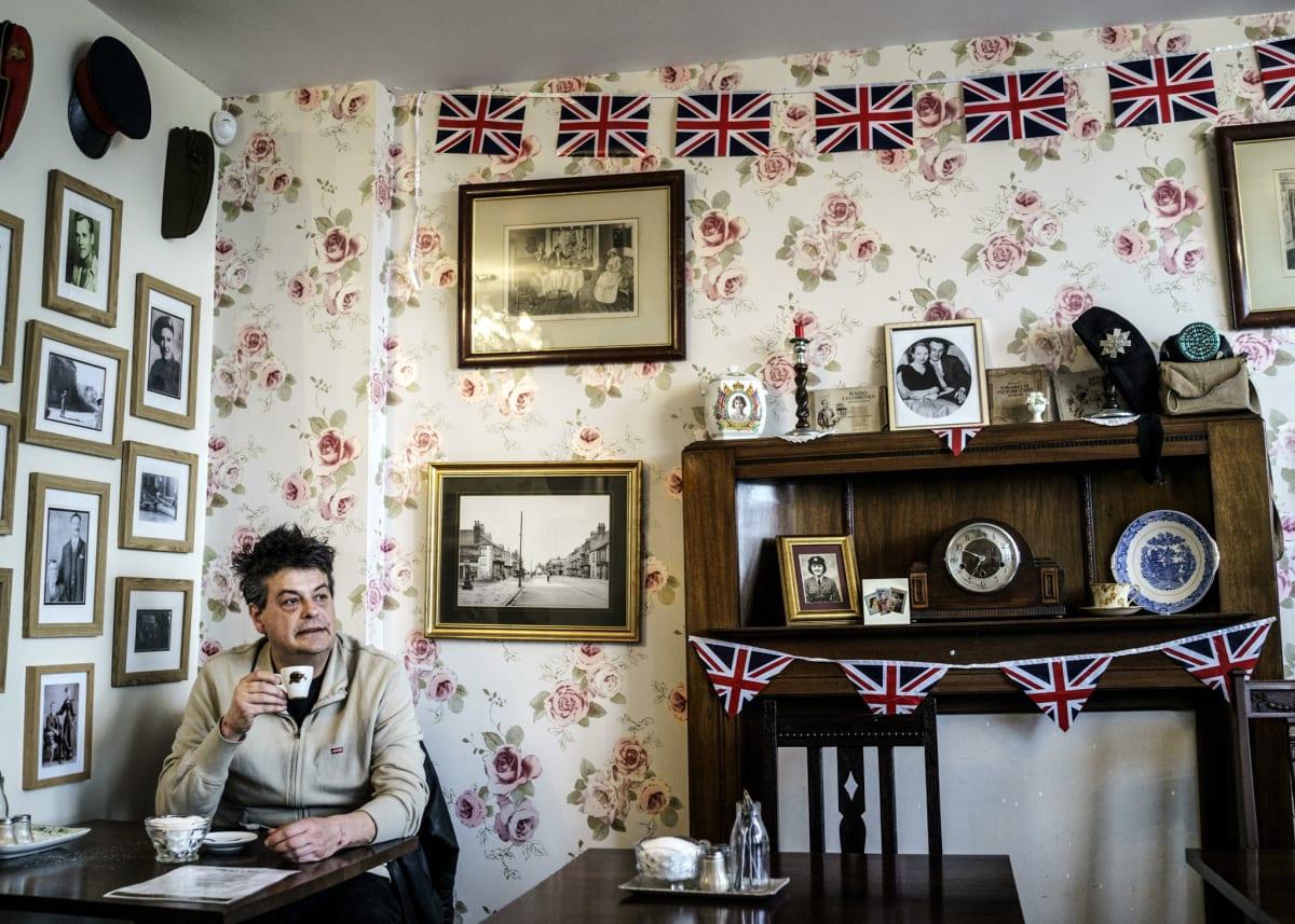 Jonas Bendiksen, Davids morning coffee, UK, 2015