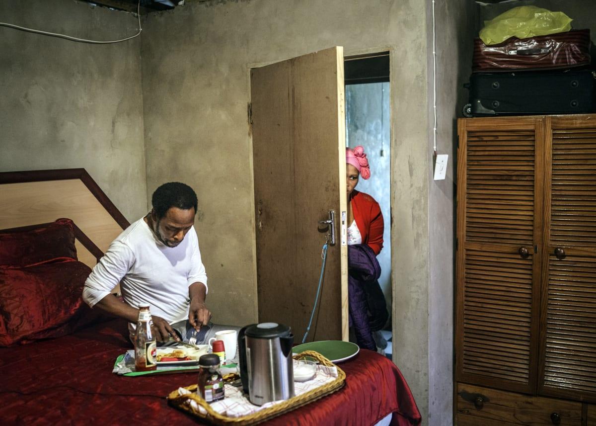 Jonas Bendiksen, Moses eating dinner, South Africa, 2016