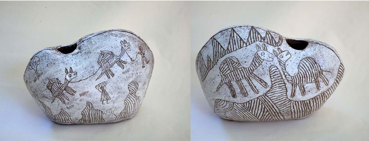 Niningka Munkuri Lewis Camel Story Stoneware 22 x 28 cm